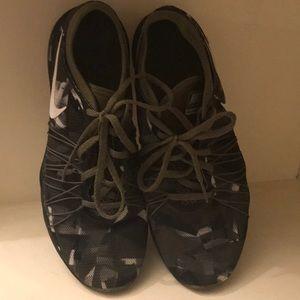 Nike dual fusion size 9
